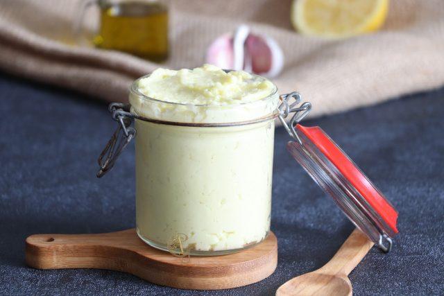 Sauce ou Crème Libanaise à l'Ail {Toum Libanais}